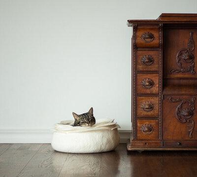 Vilten kattenmand Roos - Wit